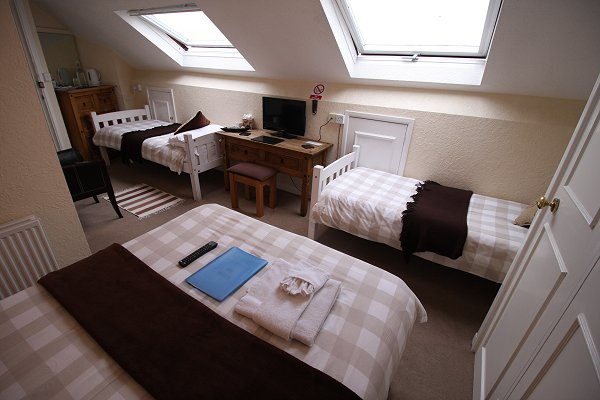 Rooms | The Lodge, Swindon bed & breakfast, en-suite guest house