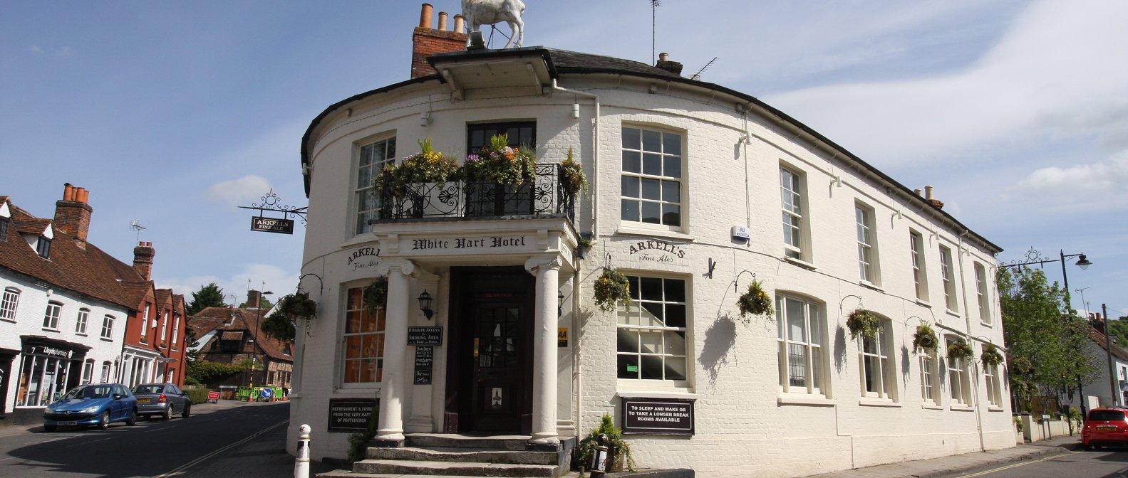 Slideshow image White Hart Hotel & Restaurant Whitchurch accommodation/bed-and-breakfast/pub food Newbury
